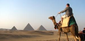 Auf dem Kamel durch Ägypten in Ägypten