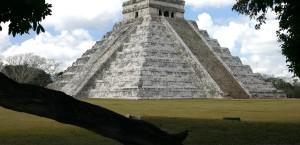 Die Pyramide von Chichén Itzá in der Nähe von Cancún in Cancun