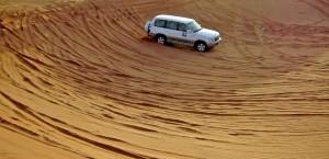 Mit dem Geländewagen durch die Wüste bei Dubai in Dubai