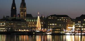 Blick auf Hamburg und dem Hamburger Weihnachtsmarkt in Hamburg