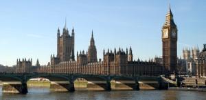 Panoramablick auf die Houses of Parliament und den Big Ben in London in London