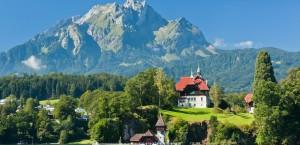 Der Luzerner See, im Hintergrund der Pilatus in Schweiz