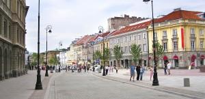 Typische Straße in der Altstadt von Warschau in Polen