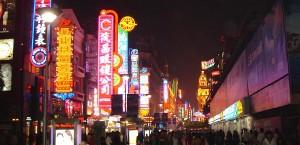 Die Innenstadt Shanghais bei Nacht in Shanghai
