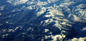 Luftaufnahme der Berge Sibiriens in Sibirien
