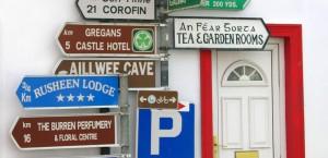 Straßenschilder in Irland in Irland
