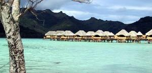 Whare-Häuser in den Lagunen von Tahiti in Französisch-Polynesien in Französisch-Polynesien