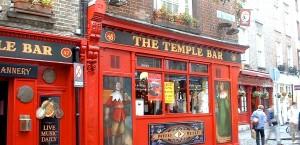 Das Temple Bar in der gleichnamigen Straße in Dublin in Dublin