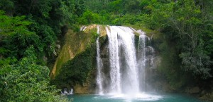Ein Wasserfall in Saut Mathurine auf Haiti in Haiti